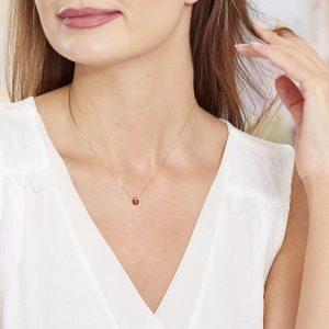Comment porter un bijou coccinelle lorsqu'on est une femme ?